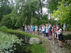 Gimnazjaliści w arboretum w Rogowie_3